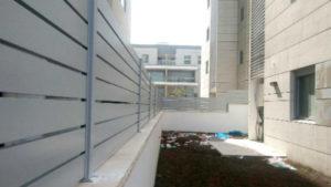 גדר אלומיניום לגינות בניינים