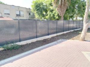גדר עם פסים רחבים