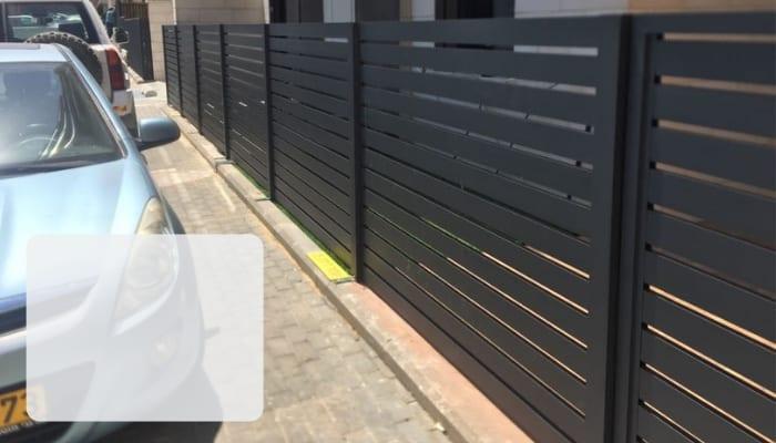 גדר אלומיניום לבית