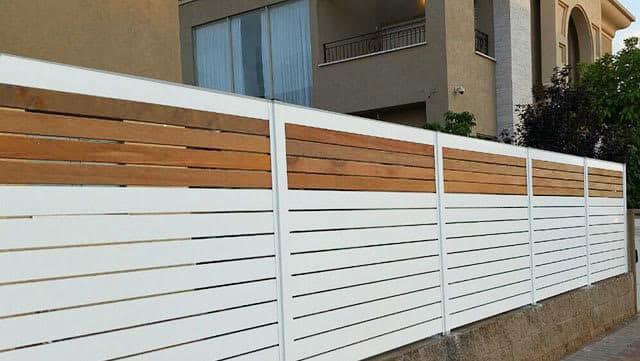 גדר-אלומיניום-עם-נגיעות-של-עץ
