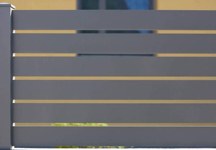 גדר אפורה מאלומיניום