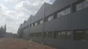 חיפוי אלומיניום לקירות אולם התצוגה הראשי – חברת חרש קרמיקה