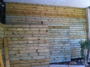 חיפוי קיר בעץ