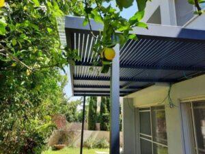 פרגולה אלומיניום בגינת פרי הלימון