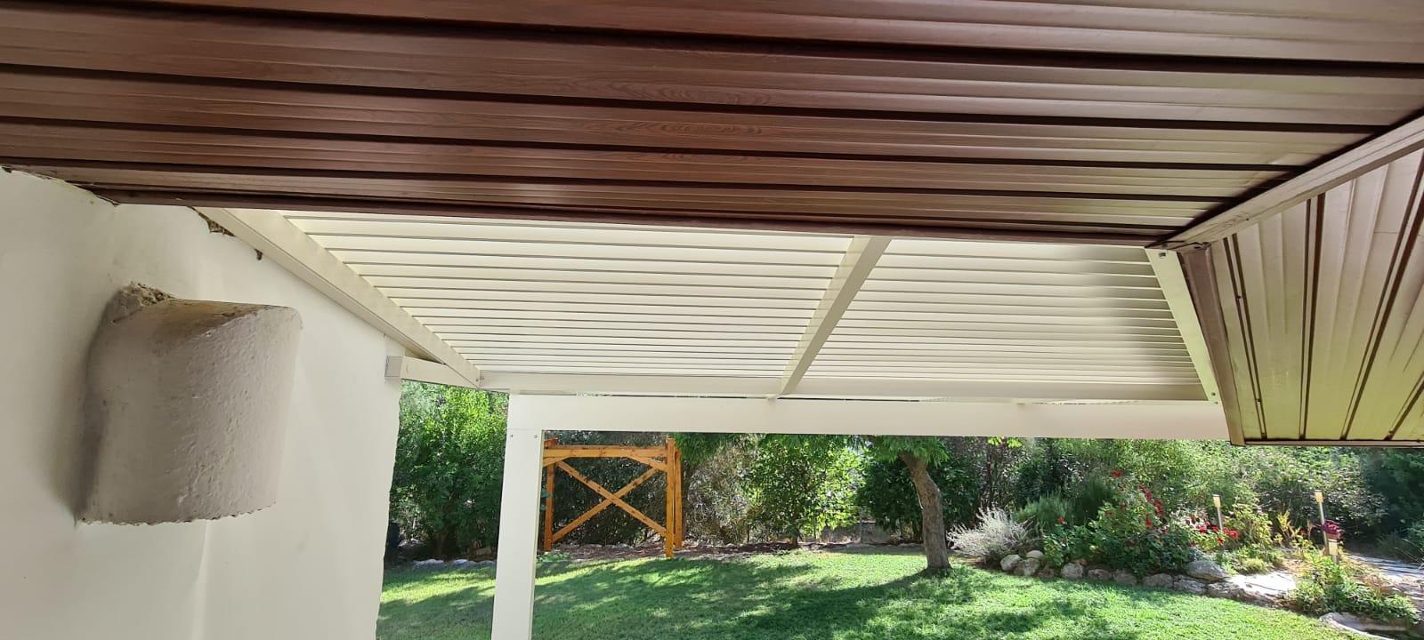 התקנת פרגולה בגג עץ קיים