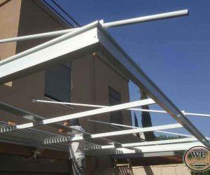 בניית פרגולה תלויה למרפסת