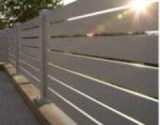גדרות אלומיניום עם פסים רחבים