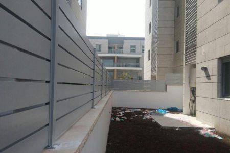 גדר מאלומיניום לחצר הבית