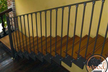 מעקה מדרגות במסעדה